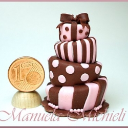 MadHat cake 1:12 - April 2011